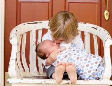 Cara Merawat Tali Pusar Bayi yang Baru Lepas agar Tak Infeksi